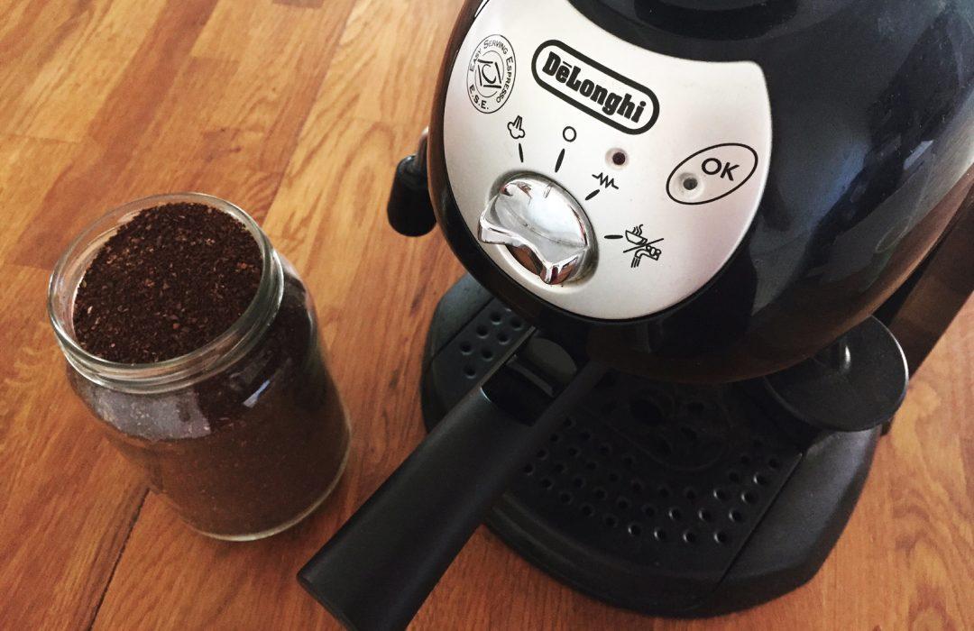 Comment remplacer le filtre à café jetable ?