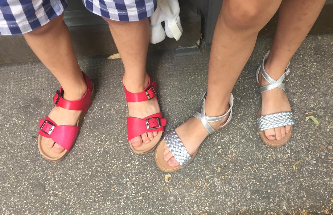 Expédition sandales pour les enfants